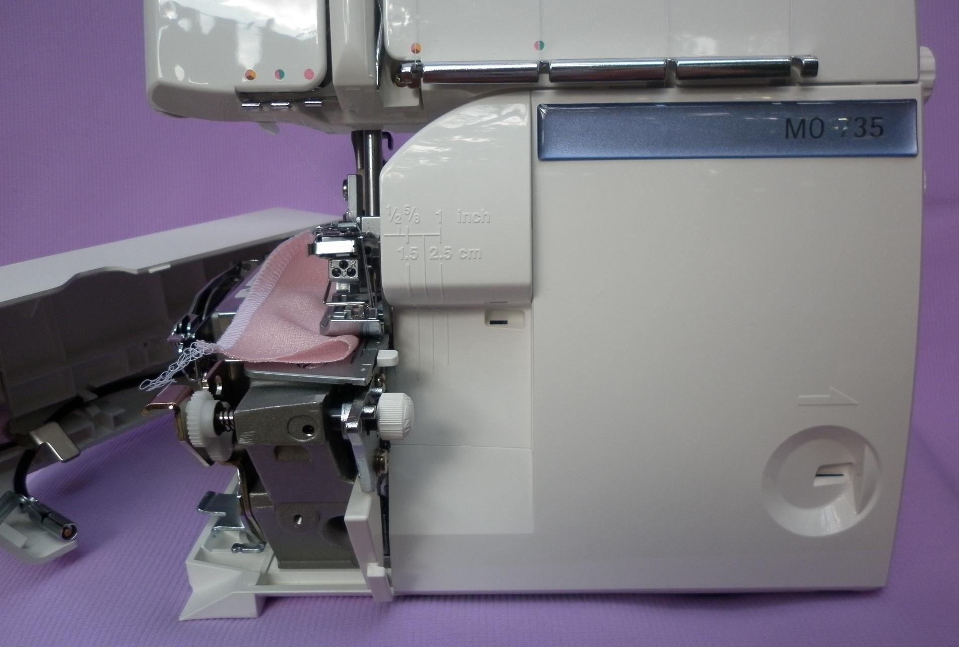 Коверлок JUKI MO 735 ( оверлок - распошивальная плоскошвная швейная машина ), обрезающие ножи, переключатель на ролевый шов, отключение обрезки ткани.