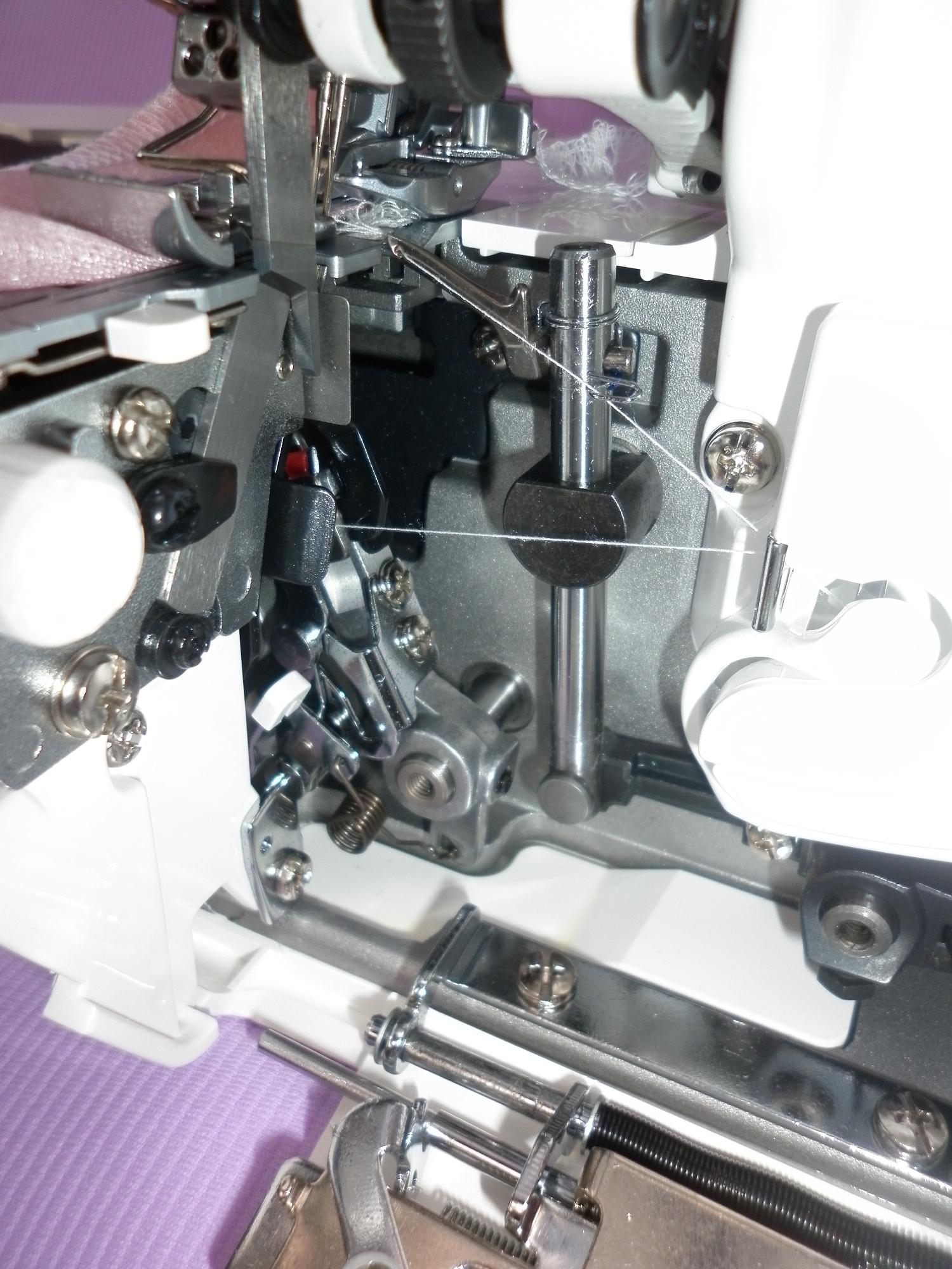 Коверлок JUKI MO 735 ( оверлок - распошивальная швейная машина ), внутреннее устройство механизма коверлока.