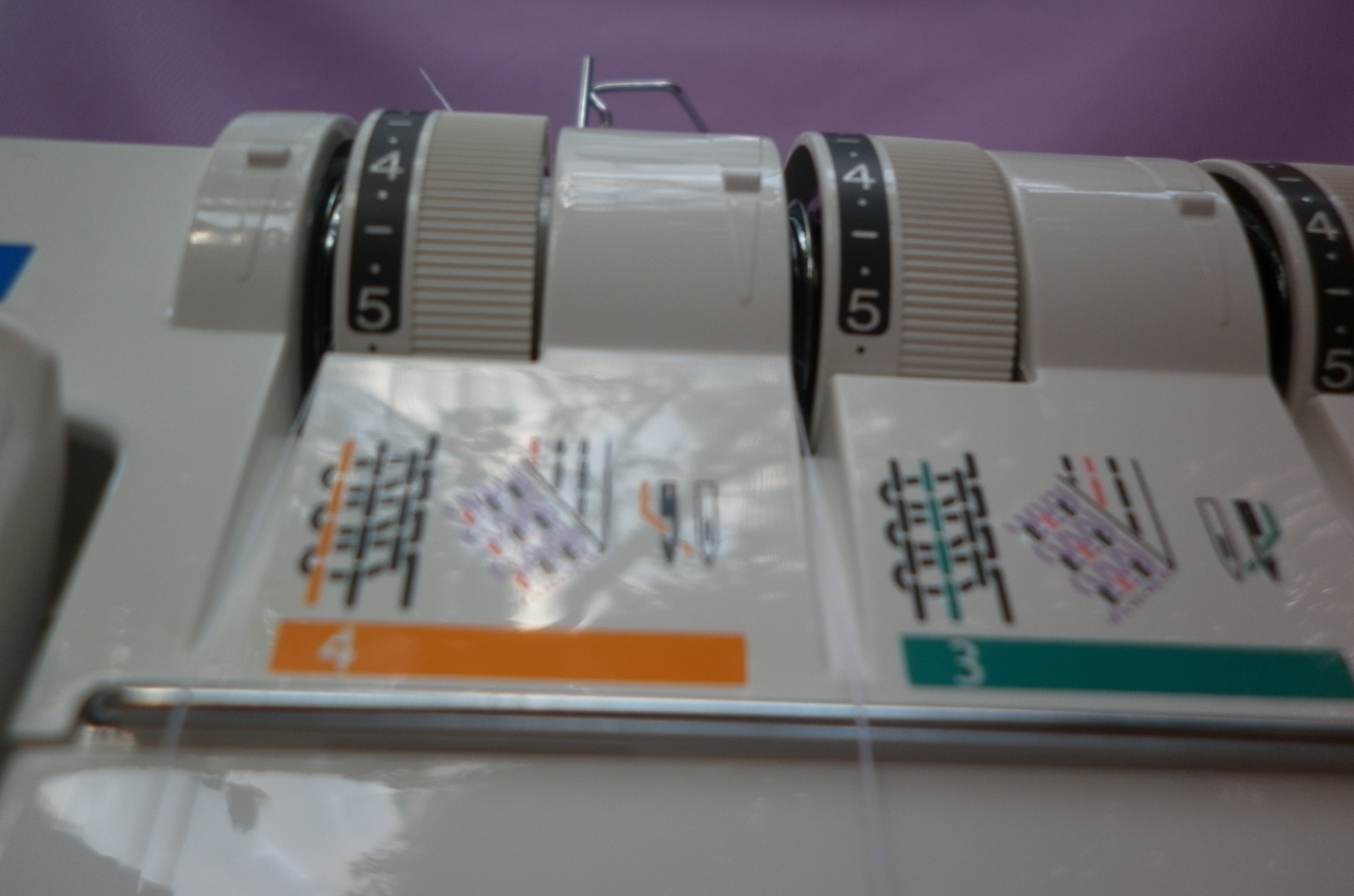 Коверлок JUKI MO 735 ( Оверлок - плоскошовная распошивальная машина ), как правильно распознавать нитки в шве.